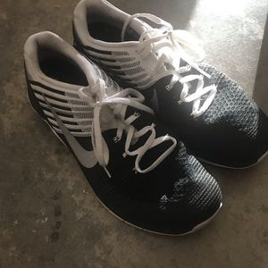 MENS NIKE RUNNING SHOES. size 11.5